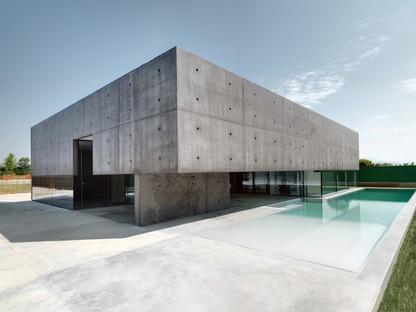 Abitazione privata con piscina di Matteo Casari architetti