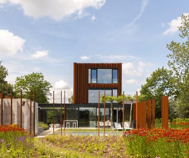 DMOA Architecten firma la Corten House ad Anversa, Belgio