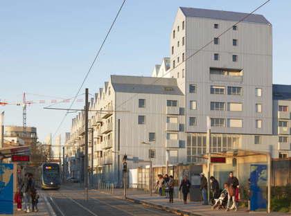 ANMA Housing nella vecchia base sottomarina Bordeaux