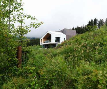 Mountain View House di SoNo Arhitekti: architettura d'alta quota