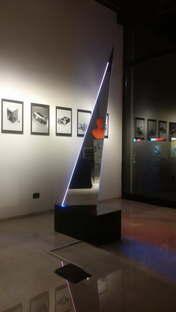 Deep Space Nuovo Totem Luminoso mostra Nanda Vigo SpazioFMG