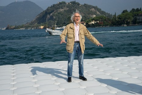 Christo e Jeanne-Claude The Floating Piers photo by Wolfgang Volz