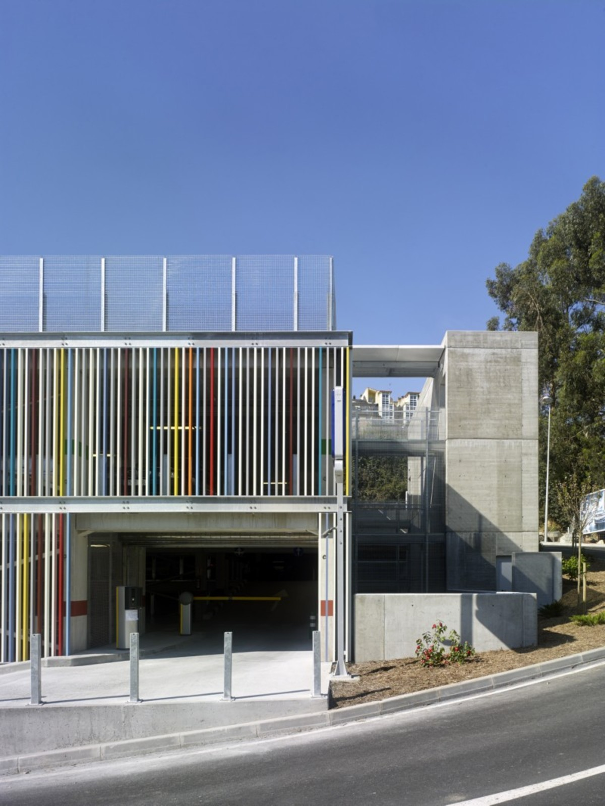 Díaz y Díaz Arquitectos Maternity and Oncologic Parking Spagna