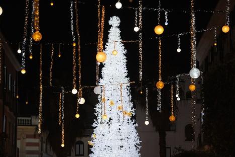 Architetture di luce nelle città d'inverno