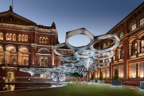 Elytra Filament Pavilion Installation view: Victoria & Albert Museum © NAARO