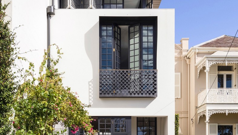 Luigi Rosselli Bougainvillea Row House
