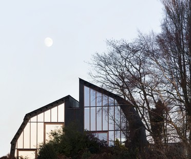 Mole Architects un Houseboat sulla terra ferma