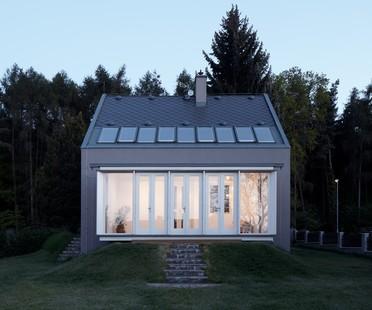 Una piccola casa nella foresta di KAA Studio
