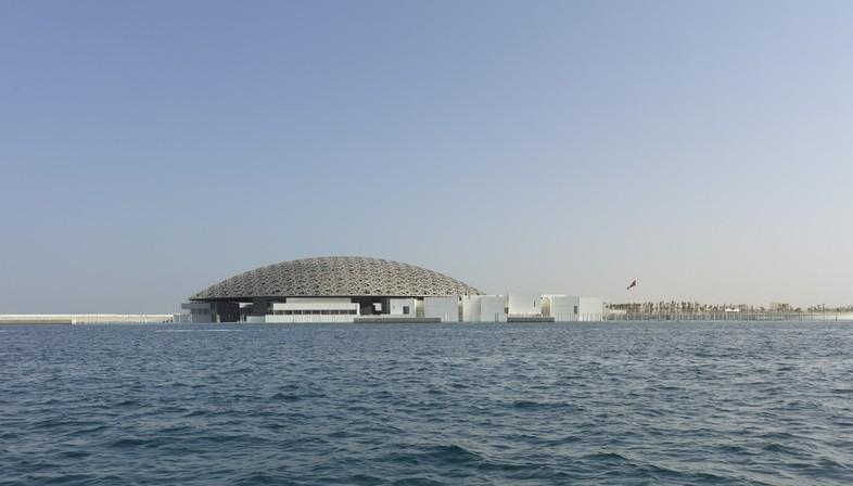Jean Nouvel Louvre Abu Dhabi il museo e il mare