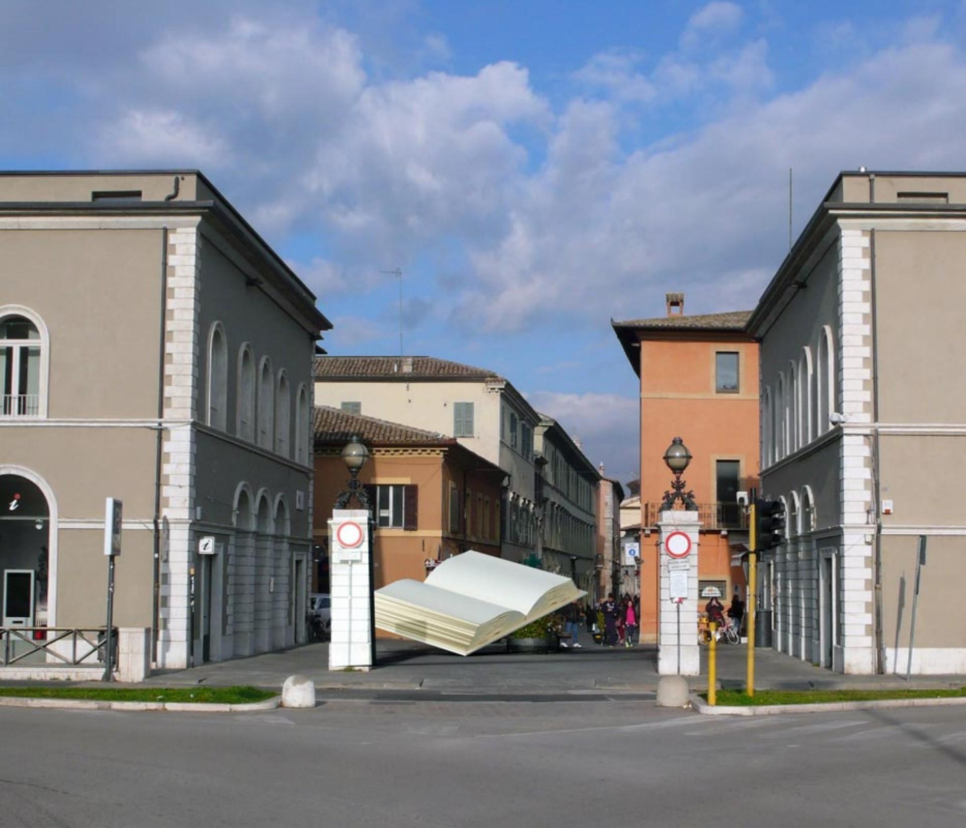 Ugo La Pietra Istruzioni per Abitare La Città mostra al CIAC di Foligno
