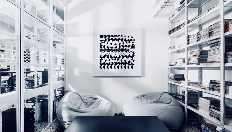 I designer messicani Cadena Asociados hanno una nuova sede in bianco e nero a Monterrey