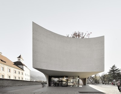 MoDusArchitects TreeHugger un volume scultoreo per Ufficio Turistico Bressanone