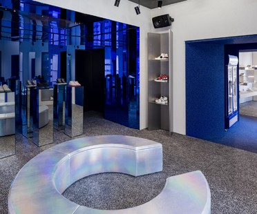 Piuarch firma un innovativo store per sneakers a Milano