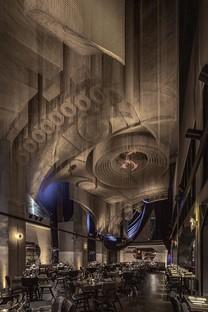 Scultura di Tresoldi per Cathédrale - Moxy East Village Hotel progetto di Rockwell Group