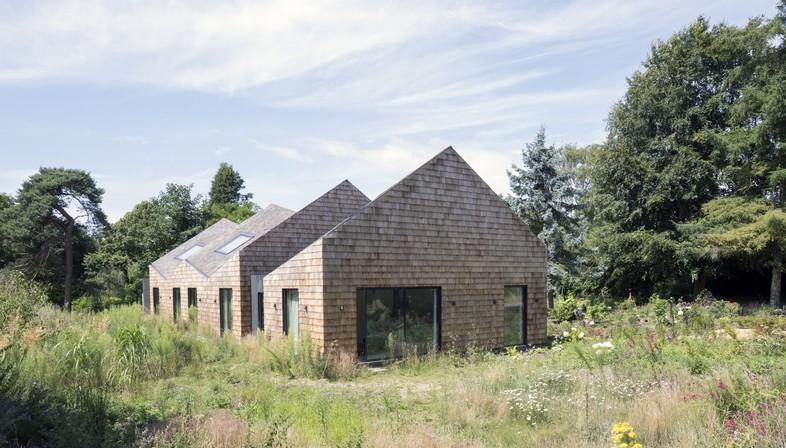 Blee Halligan Architects da fienile a B&B, Five Acre barn nel Suffolk