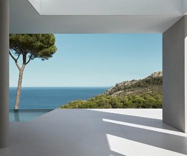 Abitare di fronte al Mar Mediterraneo Costa Brava House di Mathieson Architects