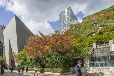 Architettura e natura: 25 anni del centro ACROS di Emilio Ambasz a Fukuoka
