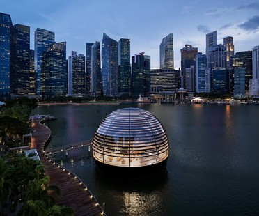 Foster and Partners Apple Marina Bay Sands a Singapore uno store sull'acqua