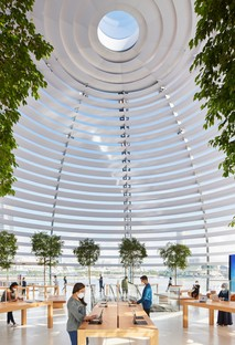 Foster and Partners Apple Marina Bay Sands a Singapore uno store sull'acqua