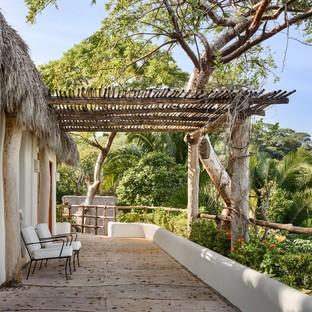 Main Office reinterpreta le tradizionali ville messicane Villa Pelícanos a Sayulita