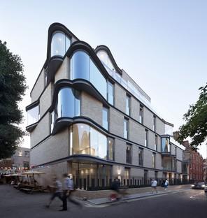 DROO Architecture rivisita il bow-window londinese con VI Castle Lane