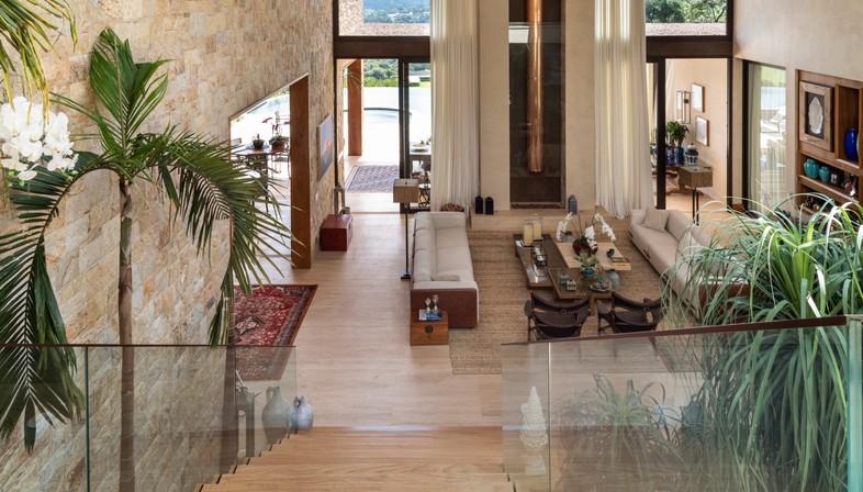 Gilda Meirelles Arquitetura EQ House materiali naturali per una casa nella natura