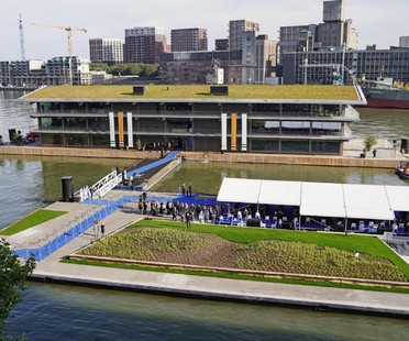 Powerhouse Company un edificio adattabile al clima Floating Office Rotterdam