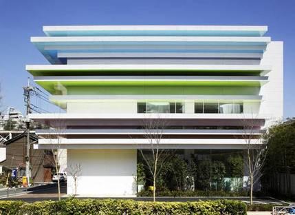 Emmanuelle Moureaux, Sugamo Shinkin Bank Giappone