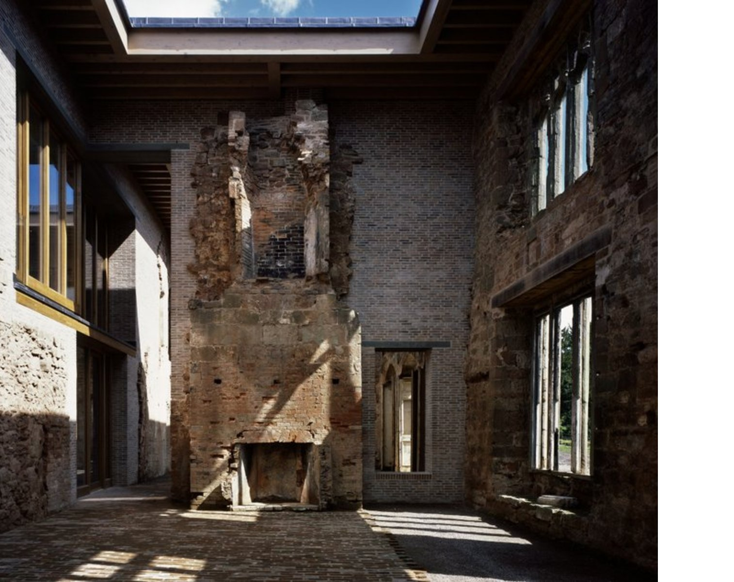 Witherford Watson Mann, Astley Castle vince RIBA Stirling Prize 2013