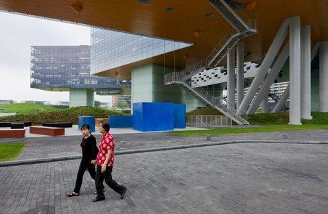 Vanke Center/Horizontal Skyscraper, Shenzen, China (both) © Iwan Baan