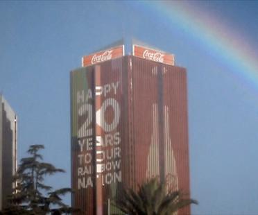 L'arcobaleno della Coca Cola festeggia la #RainbowNation, Johannesburg, Sud Africa