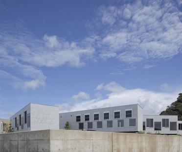 Yasutaka Yoshimura Architects progetta un ostello a Kyonan