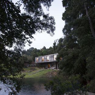Pezo von Ellrichshausen completa la Guna House a Llacolen (Cile)
