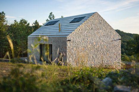Compact Karst House Dekleva Gregoric architettura rurale