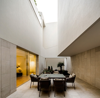 Wall house di AGi Architects a Khaldiya (Kuwait City)