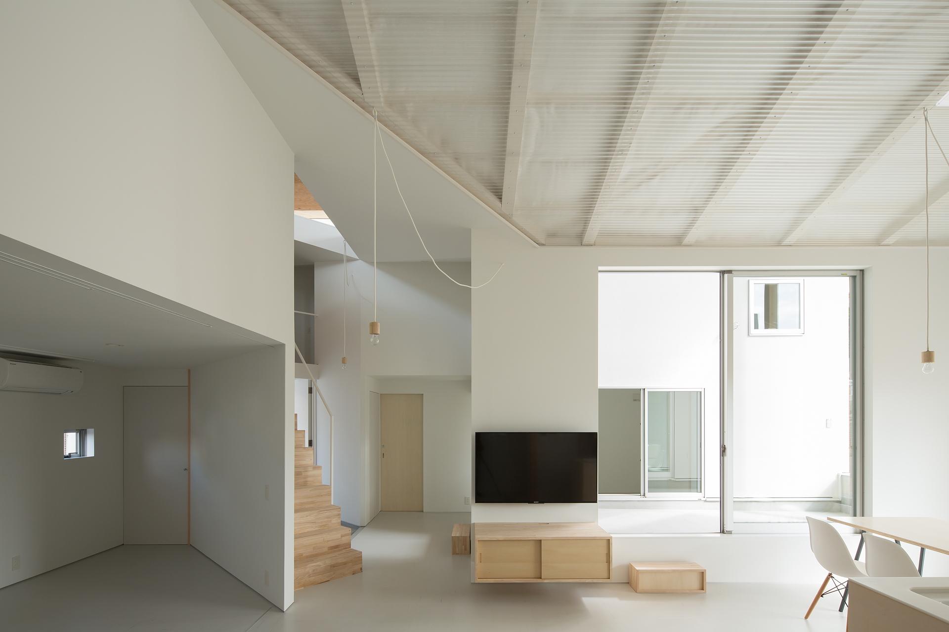 y+M design office e la Floating Roof House a Kobe