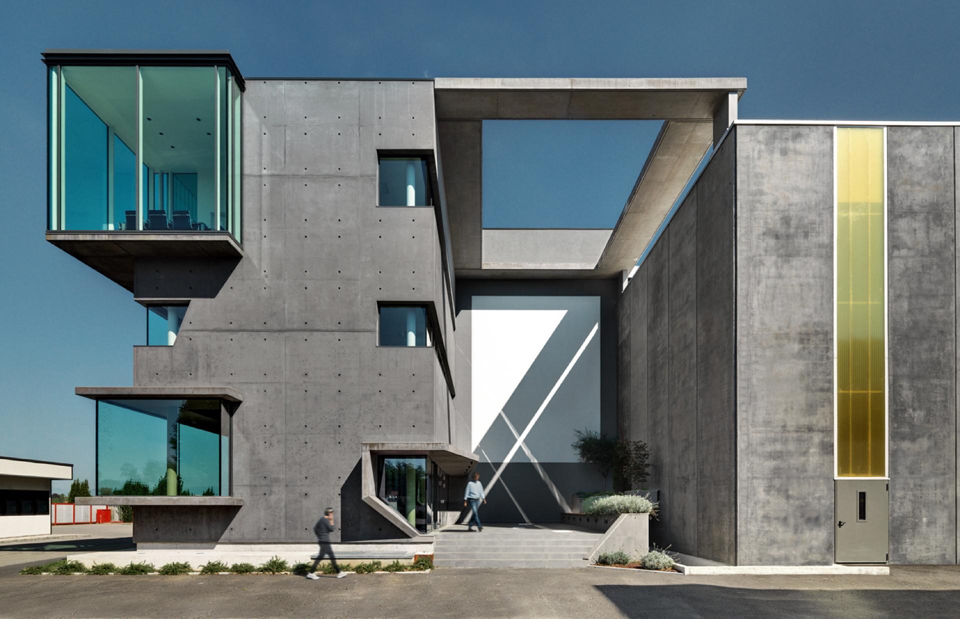 Studio DC10: Nuovi uffici nell'ex magazzino SICAD a Uboldo, Varese