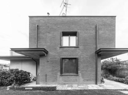 Casa MCR di CN10: ristrutturazione e ampliamento di una villetta
