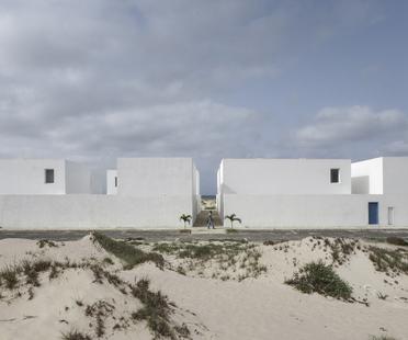 José Adrião: complesso residenziale a Praia do Estoril Capo Verde