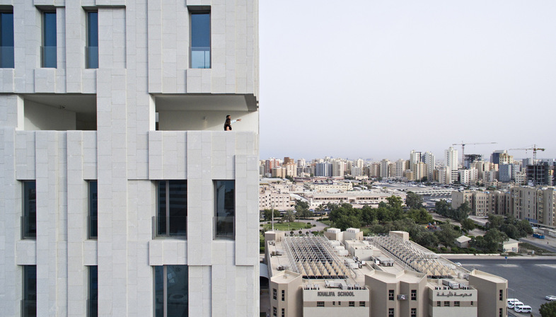 AGi Architects: Wafra Vertical Housing, torre del vento a Salmiya