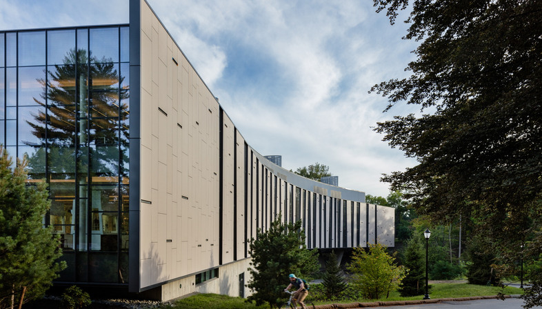 Ennead Architects: Bridge for Laboratory Sciences a Poughkeepsie
