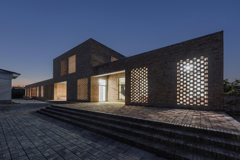Wall Architects: Village center a Sanhe (Cina)