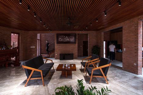 H&P Architects: Brick cave ad Hanoi