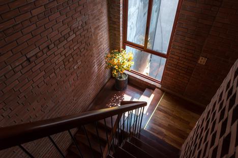 H&P Architects: Brick cave ad Hanoi