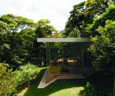Atelier Branco Arquitetura: Casa Biblioteca a Vinhedo, Brasile