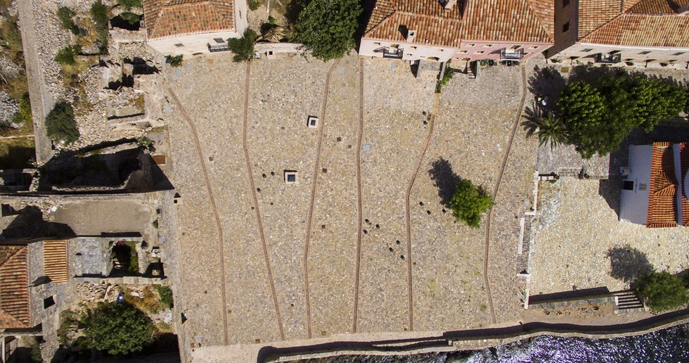 Moy Studio: Water paths, la nuova piazza di Monemvasia