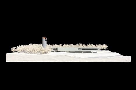 TAO: Belvedere con torre sul lago dei cigni di Rongcheng, Cina