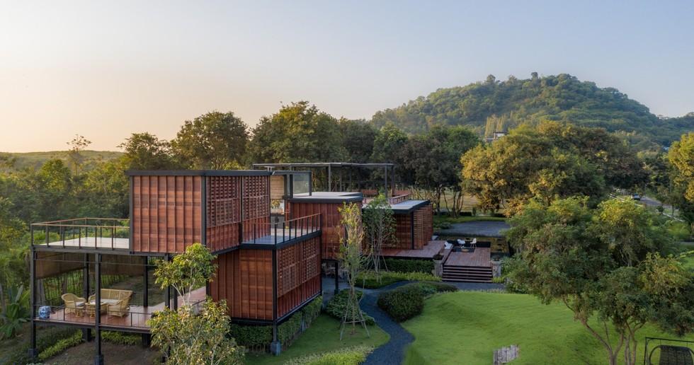 TA-CHA Design: Binary Wood House, Pak Chong, Thailandia