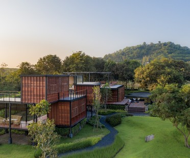 TA-CHA Design: Binary Wood House, Pak Chong, Thailandia