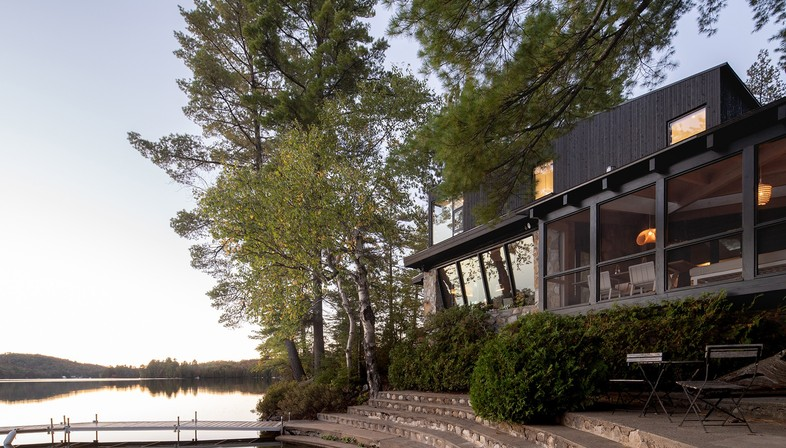 Cottage on the Point di Paul Bernier a Montréal in Canada